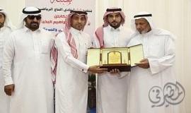 التاج بالمطيرفي يكرم اللاعب محمد البخيتان