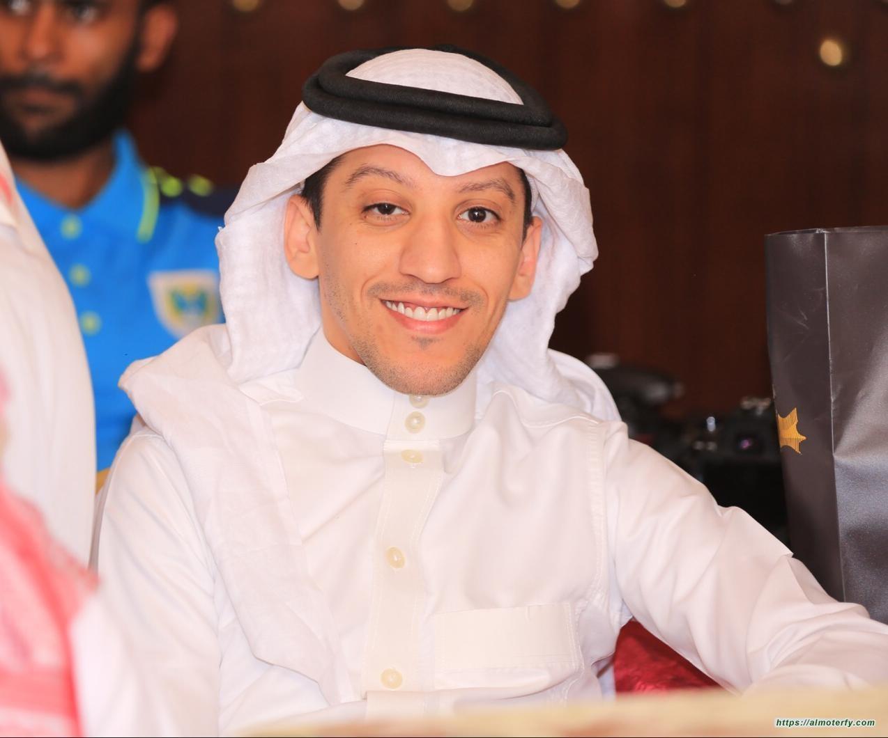 أحمد يضئ منزل الاعلامي علي الحاجي