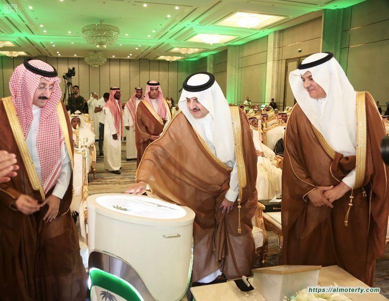 سمو أمير المنطقة الشرقية يدشن ويضع حجر الأساس لـ 18 مشروعًا مائيًا في الأحساء.