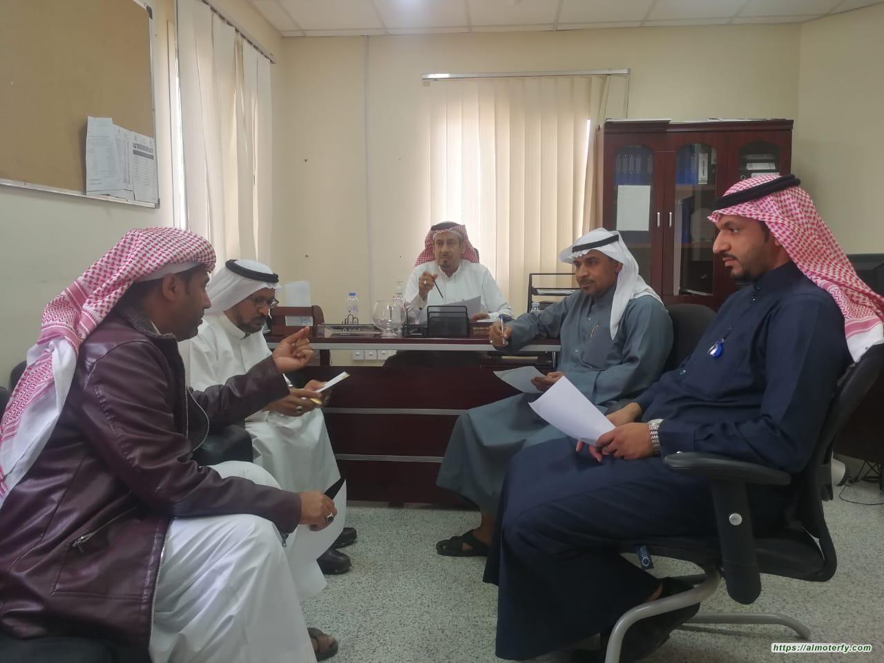 مدير مركز صحي المنيزلة بالأحساء يلتقي بأعضاء فريق التمكين المجتمعي